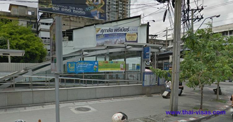 MRT Phetchaburi Station