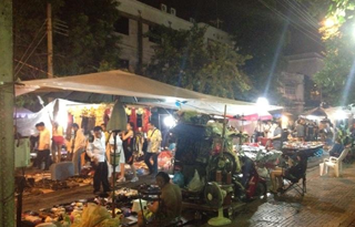 Khlong Lot Market